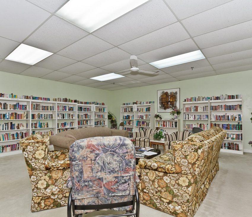 the-oaks-1359-white-oaks-blvd-oakville-condos-amenities-library-2