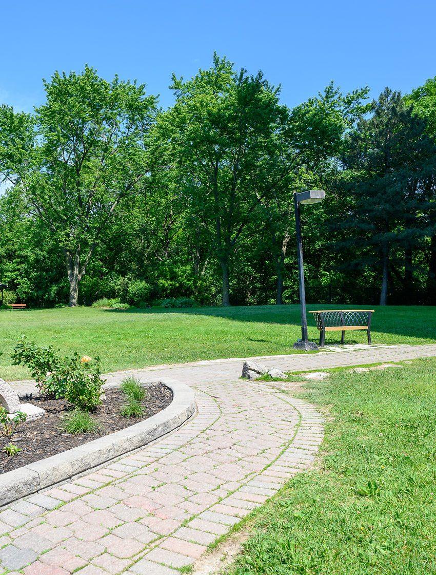 the-oaks-1359-white-oaks-blvd-oakville-condos-greenspace