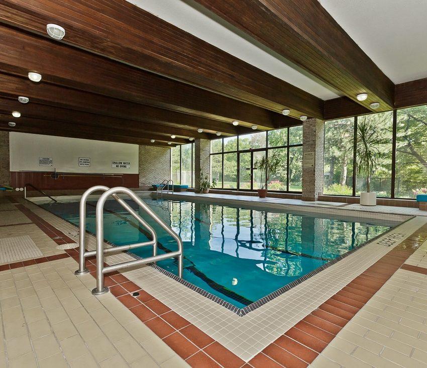 the-oaks-1359-white-oaks-blvd-oakville-condos-indoor-pool