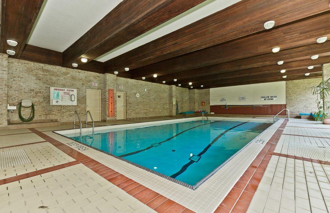 the-oaks-1359-white-oaks-blvd-oakville-condos-indoor-swimming-pool