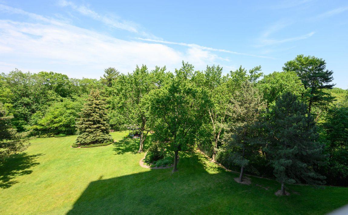the-oaks-1359-white-oaks-blvd-oakville-condos-nature-parks