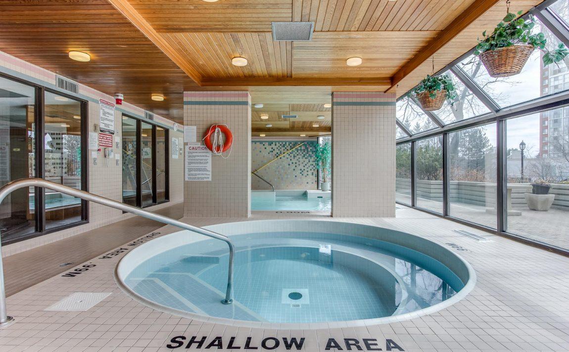 4235-sherwoodtowne-blvd-mississauga-condos-indoor-hot-tub