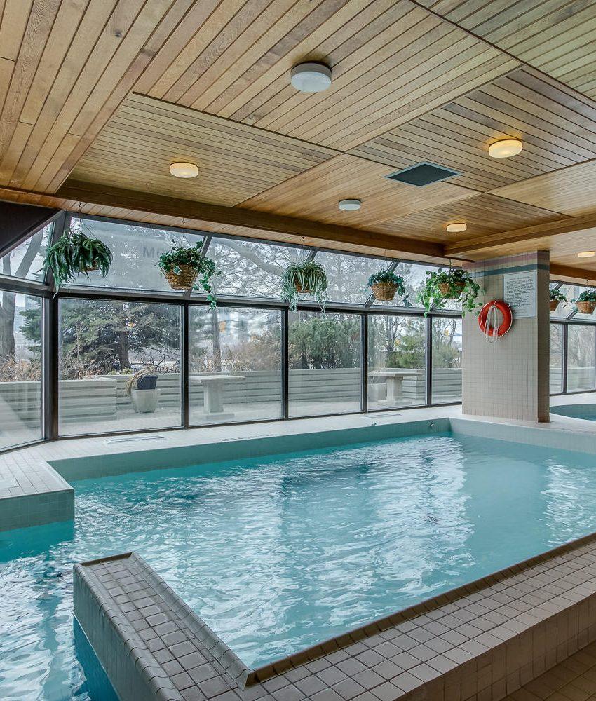 4235-sherwoodtowne-blvd-mississauga-condos-indoor-pool