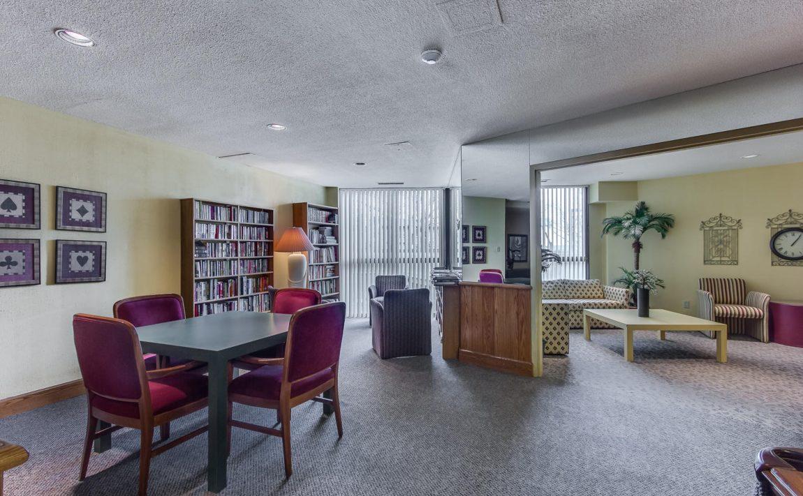 4235-sherwoodtowne-blvd-mississauga-condos-library-lounge-room