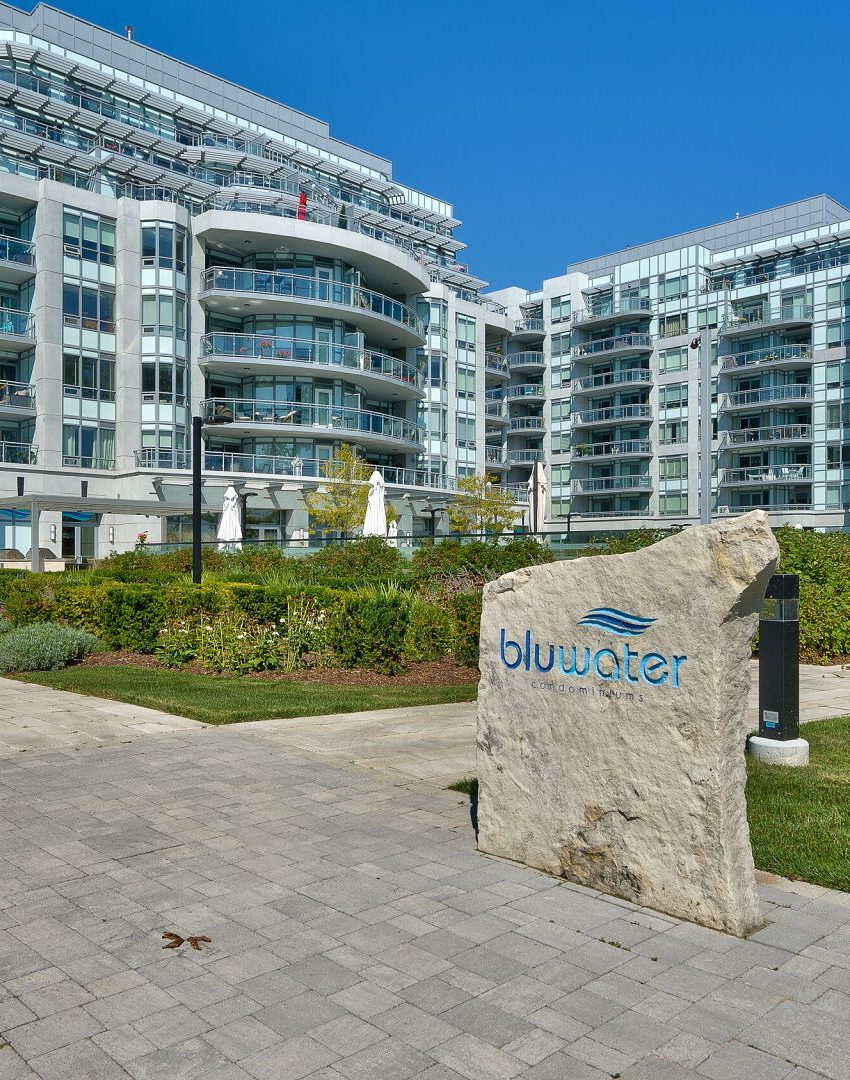 bluwater-condos-3500-lakeshore-rd-w-oakville
