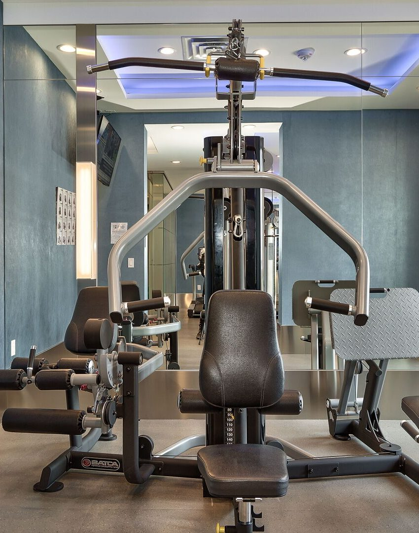 bluwater-condos-3500-lakeshore-rd-w-oakville-amenities-gym