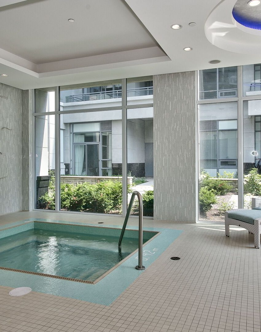 bluwater-condos-3500-lakeshore-rd-w-oakville-amenities-hot-tub