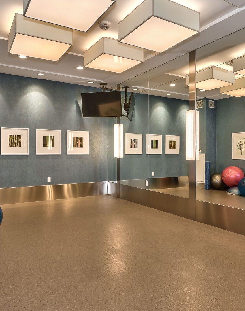 bluwater-condos-3500-lakeshore-rd-w-oakville-amenities-yoga-room