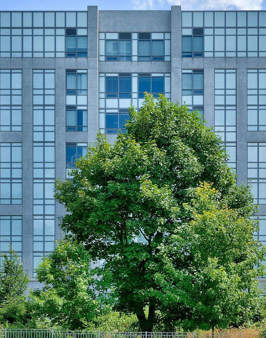 bluwater-condos-3500-lakeshore-rd-w-oakville-architecture