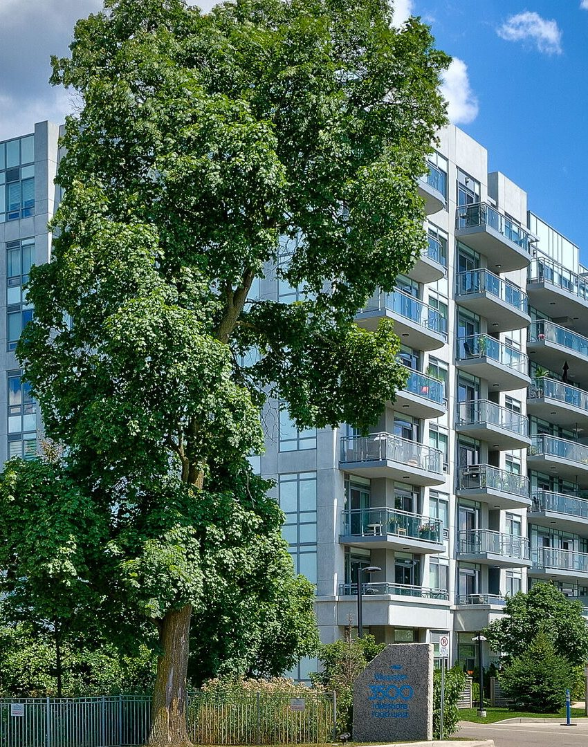 bluwater-condos-3500-lakeshore-rd-w-oakville-for-sale