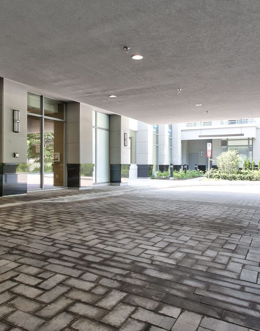 bluwater-condos-3500-lakeshore-rd-w-oakville-front-entrance