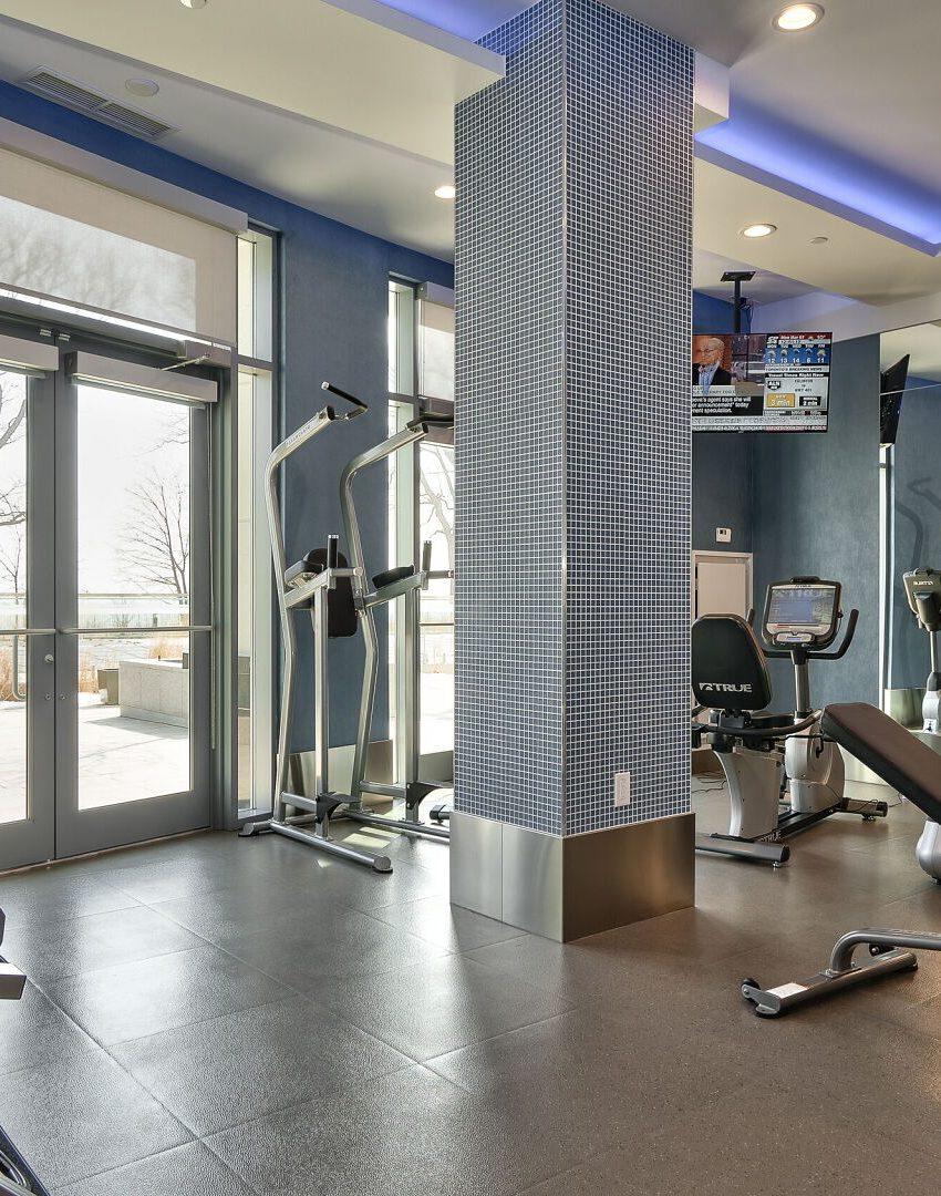 bluwater-condos-3500-lakeshore-rd-w-oakville-gym