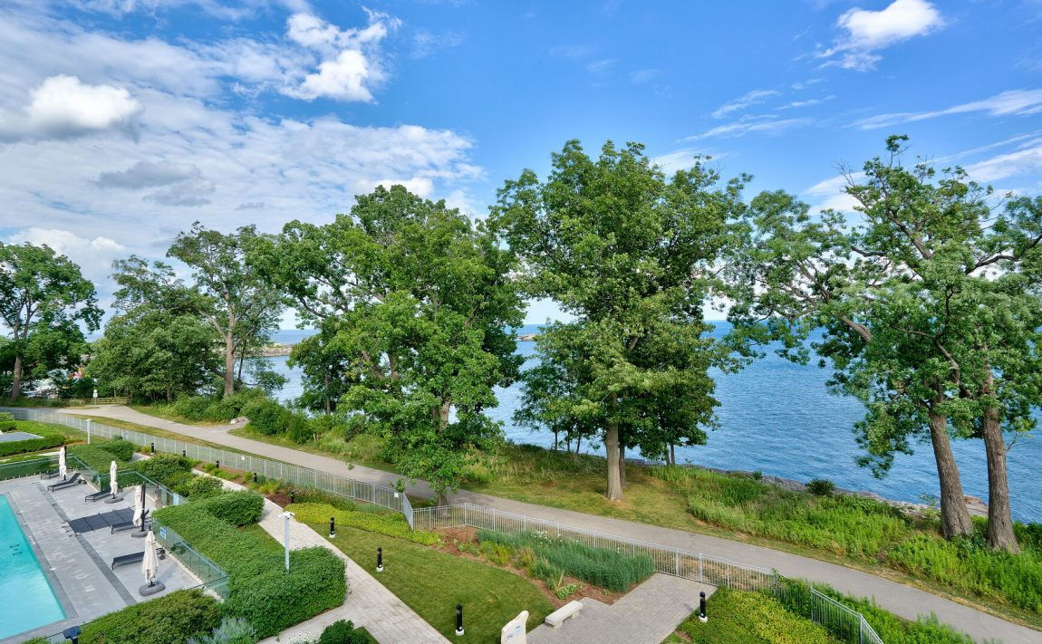 bluwater-condos-3500-lakeshore-rd-w-oakville-lakefront-luxury