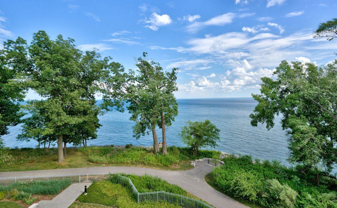 bluwater-condos-3500-lakeshore-rd-w-oakville-luxury-waterfront-condos