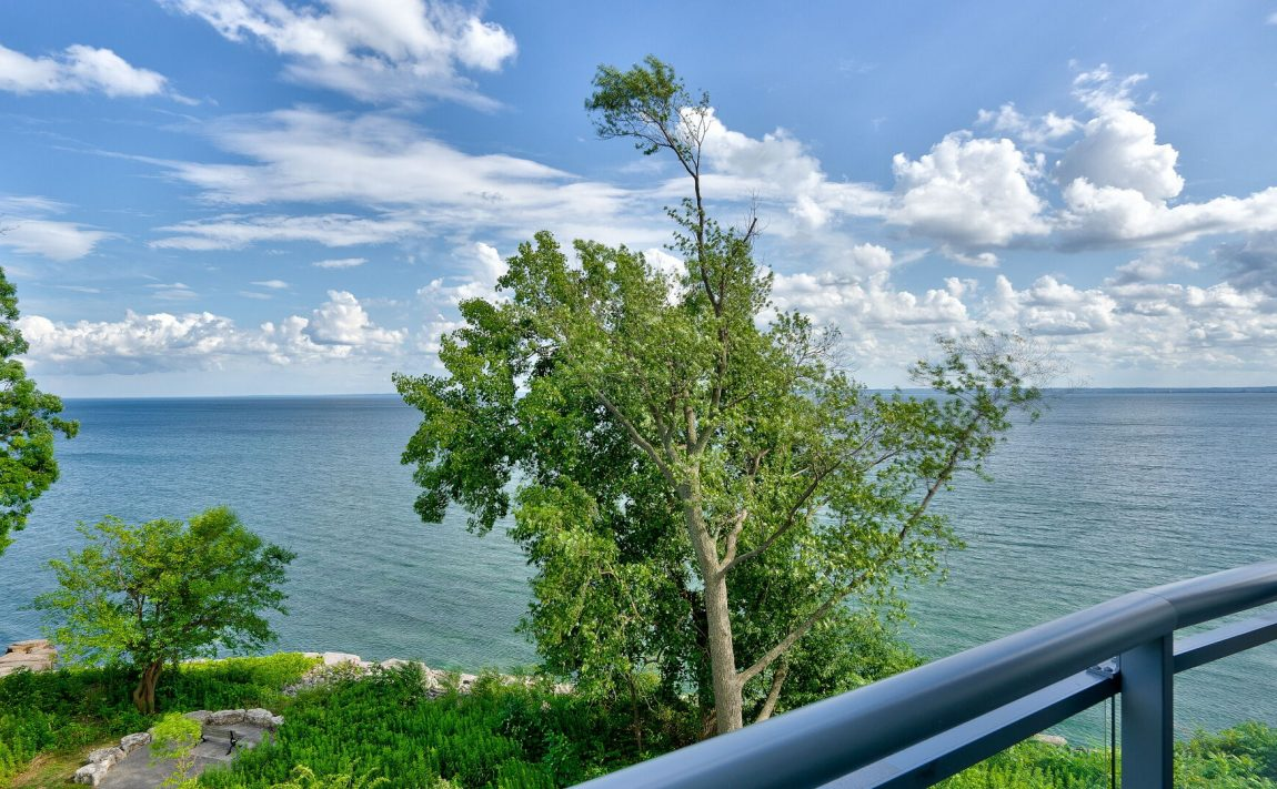 bluwater-condos-3500-lakeshore-rd-w-oakville-waterfront-green-space