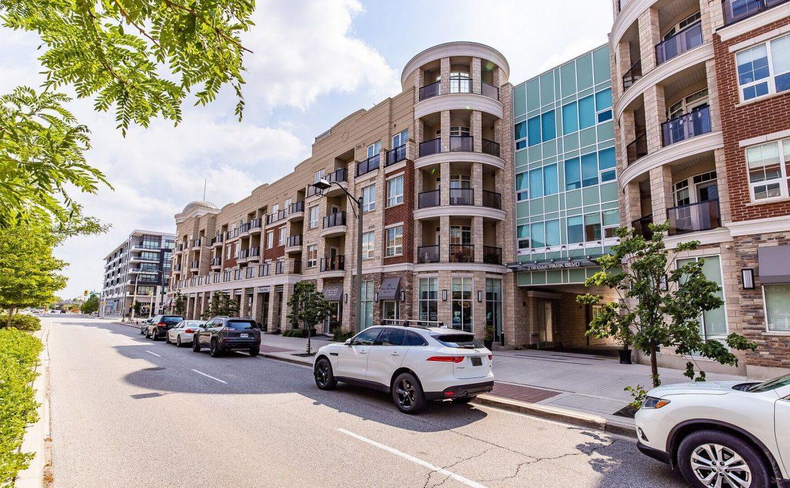 renaissance-oak-park-216-oak-park-blvd-oakville-condos-exterior