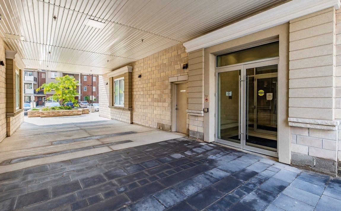 renaissance-oak-park-216-oak-park-blvd-oakville-condos-front-door