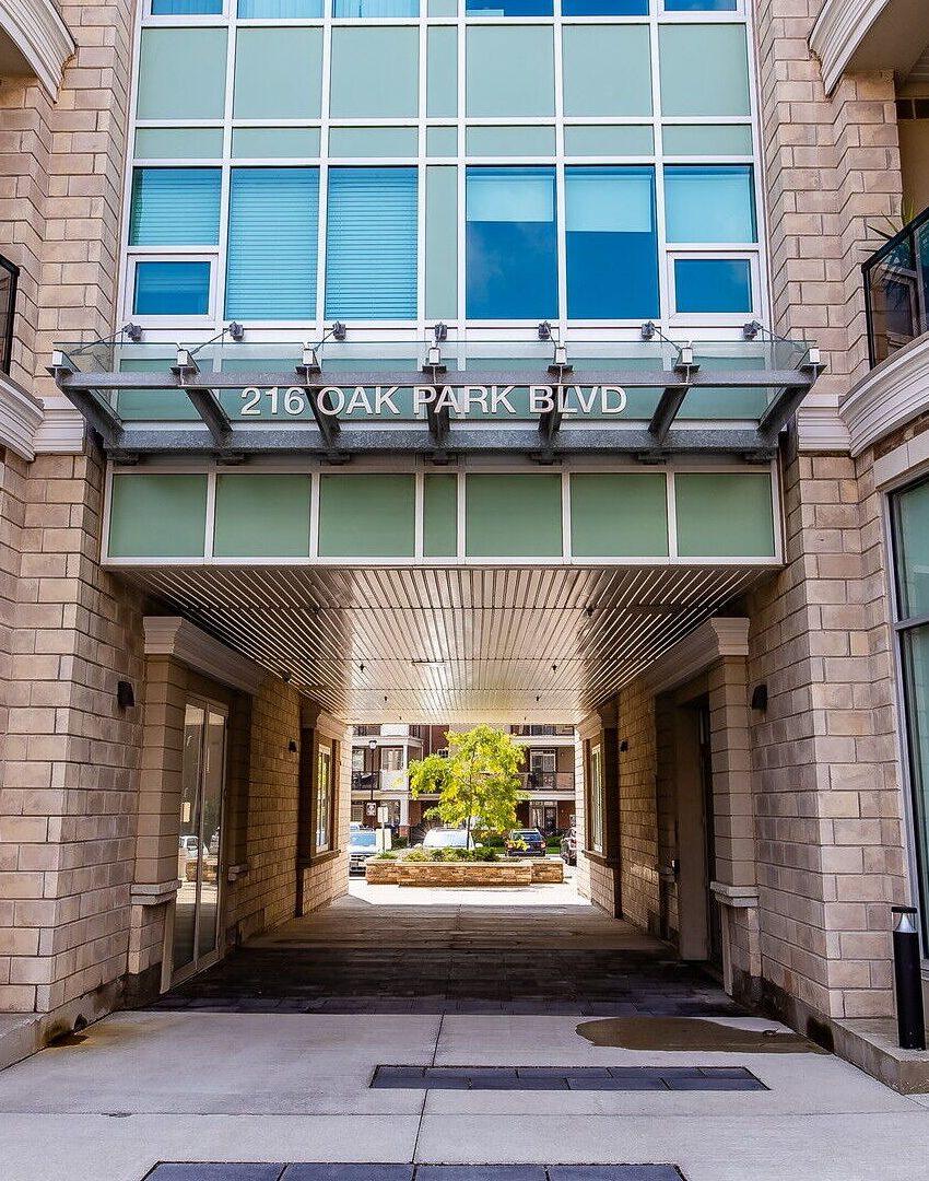 renaissance-oak-park-216-oak-park-blvd-oakville-condos-front-entrance