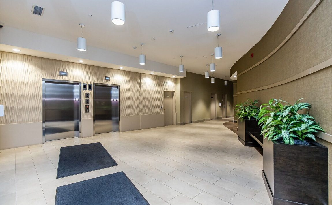 renaissance-oak-park-216-oak-park-blvd-oakville-condos-lobby