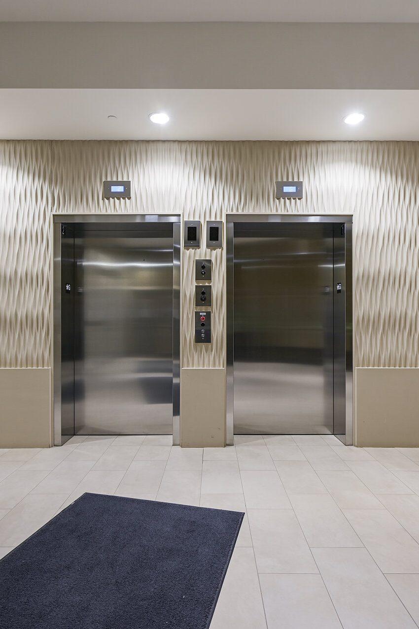 renaissance-oak-park-216-oak-park-blvd-oakville-condos-lobby-elevators