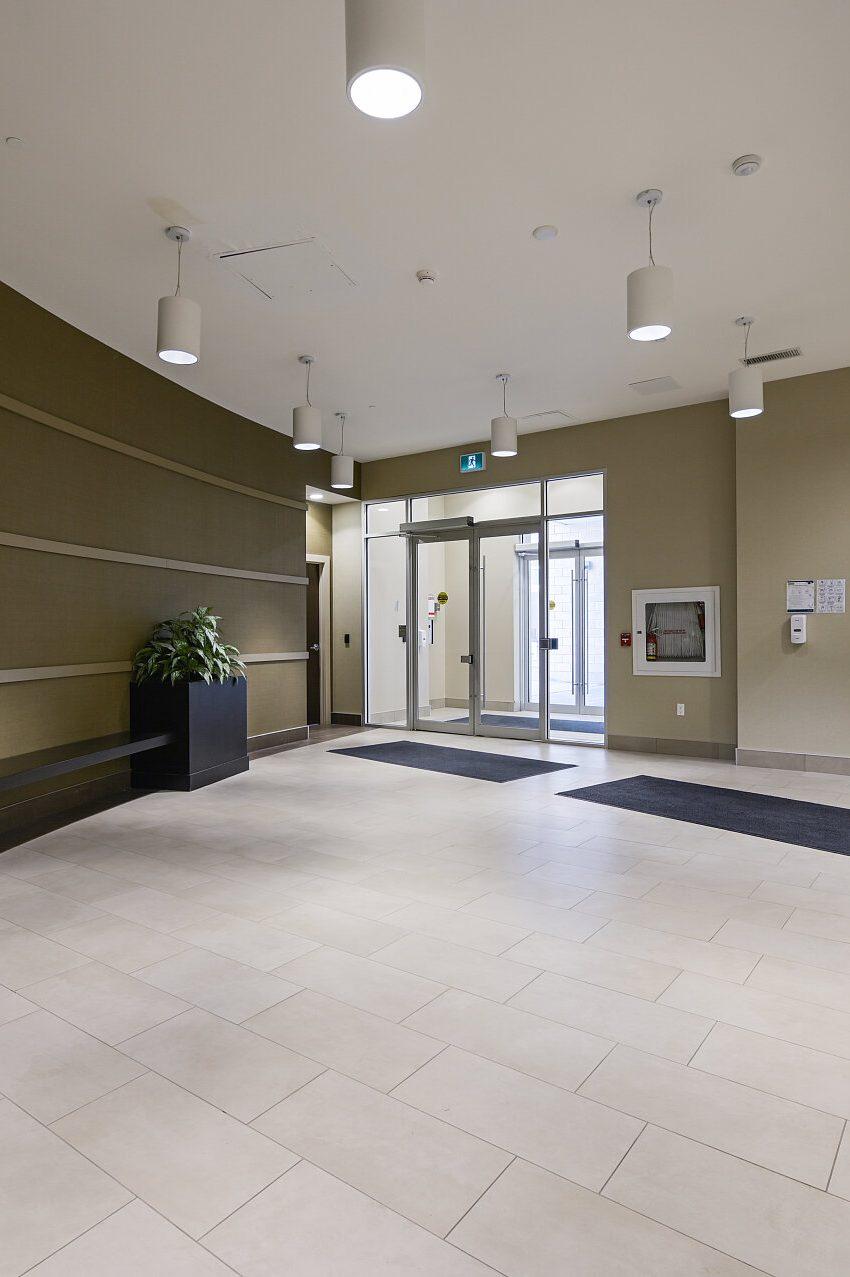 renaissance-oak-park-216-oak-park-blvd-oakville-condos-lobby-mailroom