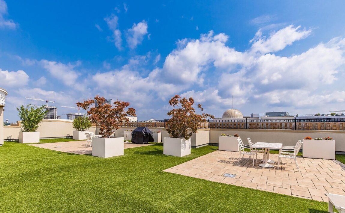 renaissance-oak-park-216-oak-park-blvd-oakville-condos-rooftop-terrace-bbq