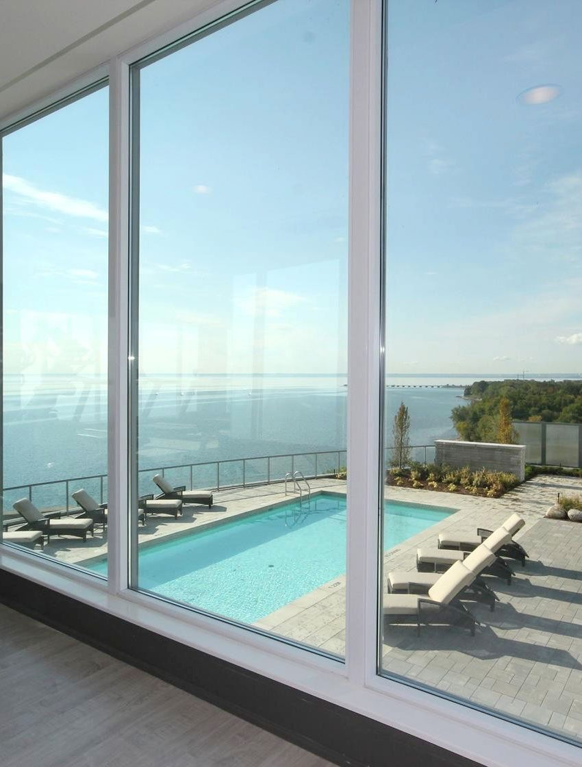 the-shores-condos-11-bronte-rd-oakville-amenities-rooftop-pool