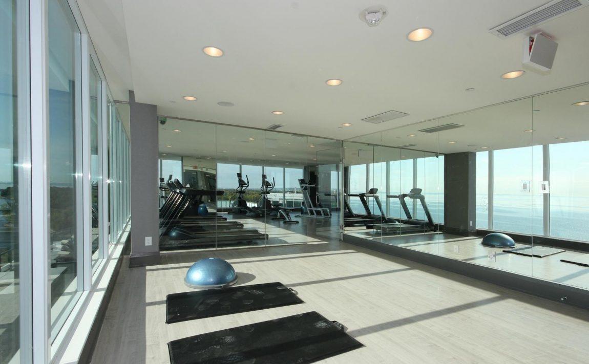 the-shores-condos-11-bronte-rd-oakville-amenities-yoga-studio