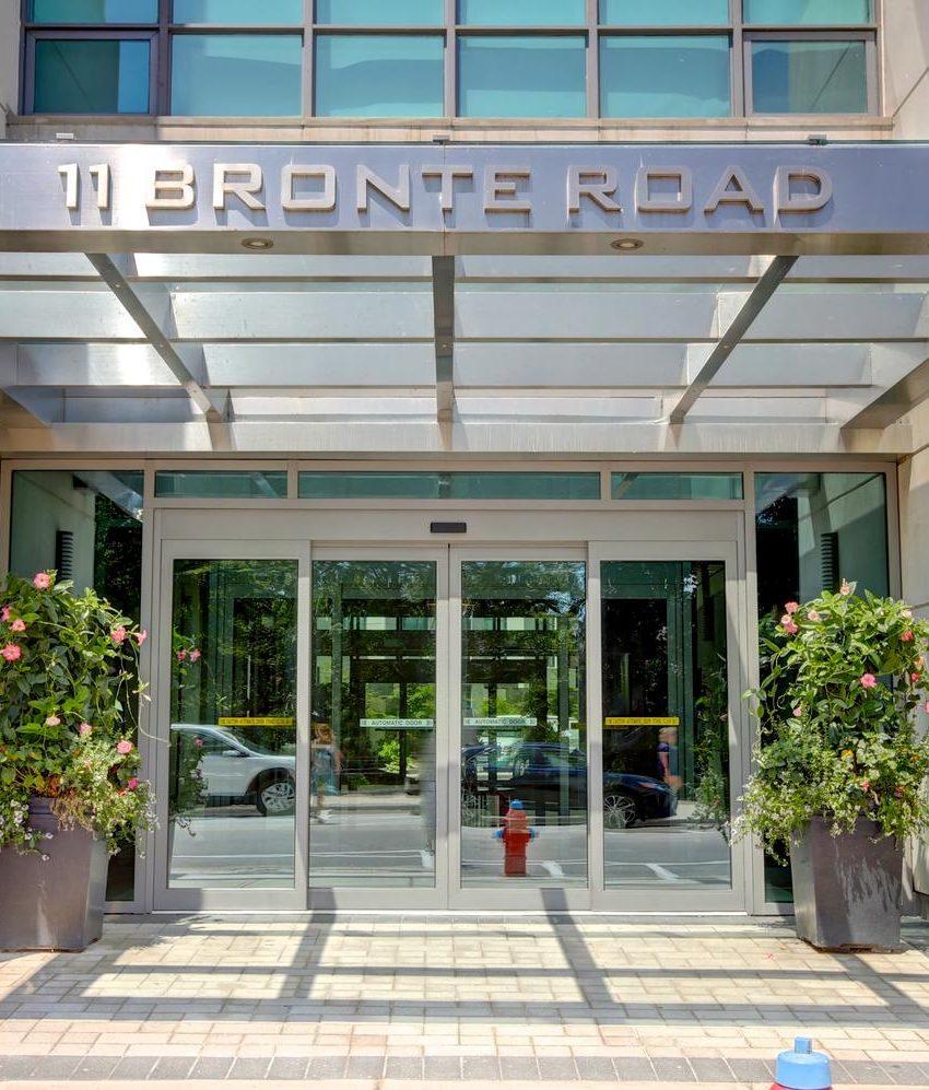 the-shores-condos-11-bronte-rd-oakville-front-entrance