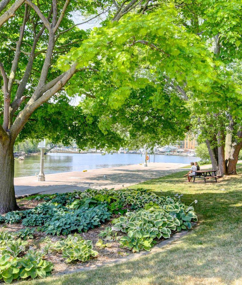 the-shores-condos-11-bronte-rd-oakville-green-space
