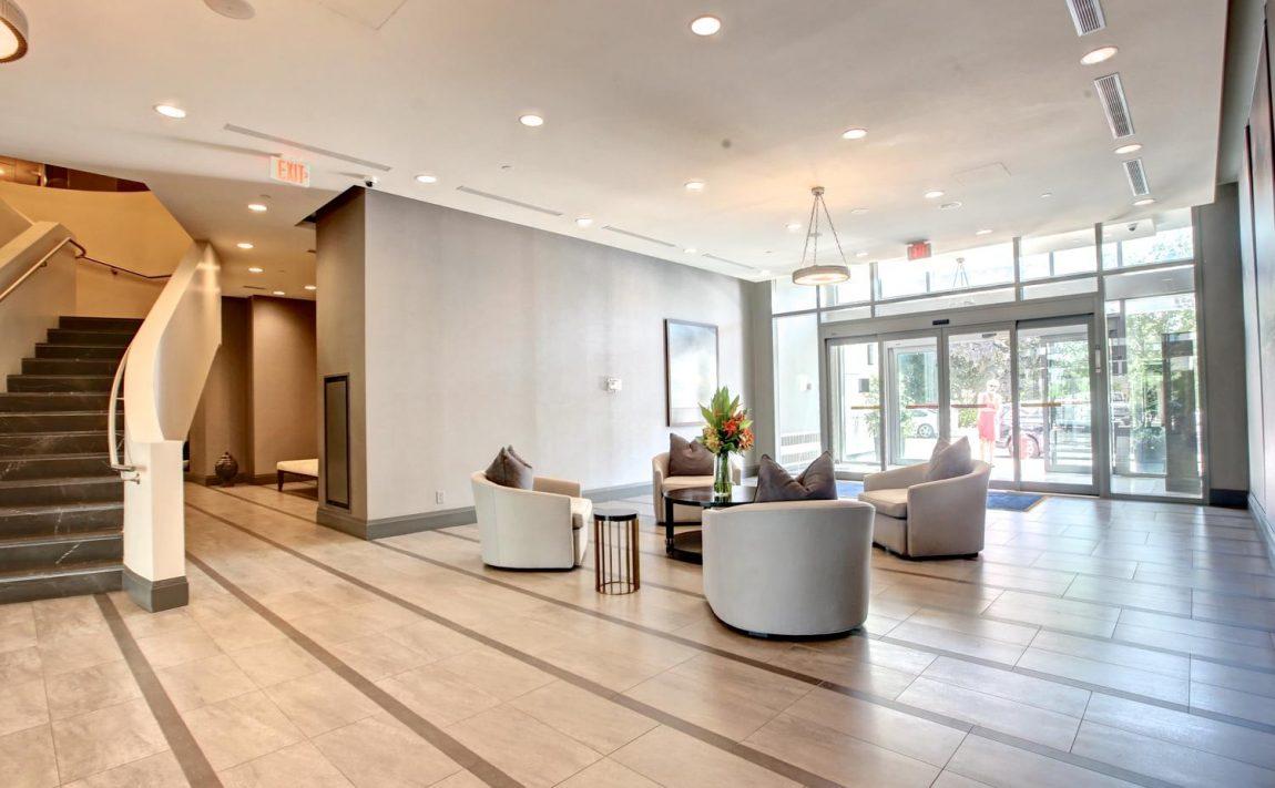 the-shores-condos-11-bronte-rd-oakville-lobby
