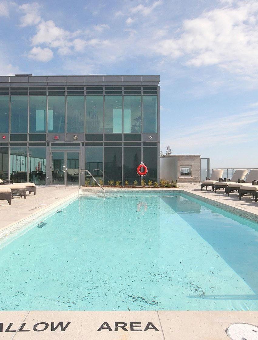 the-shores-condos-11-bronte-rd-oakville-outdoor-pool