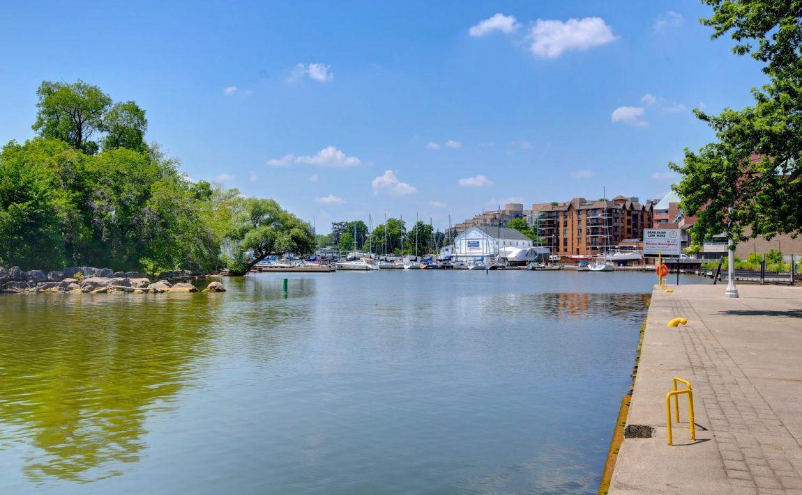 the-shores-condos-11-bronte-rd-oakville-riverfront