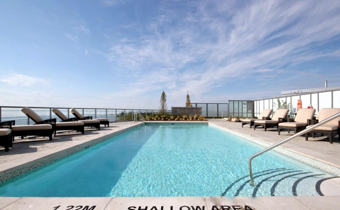 the-shores-condos-11-bronte-rd-oakville-rooftop-pool