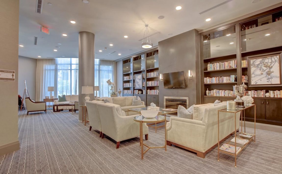 the-shores-condos-11-bronte-rd-oakville-sitting-room