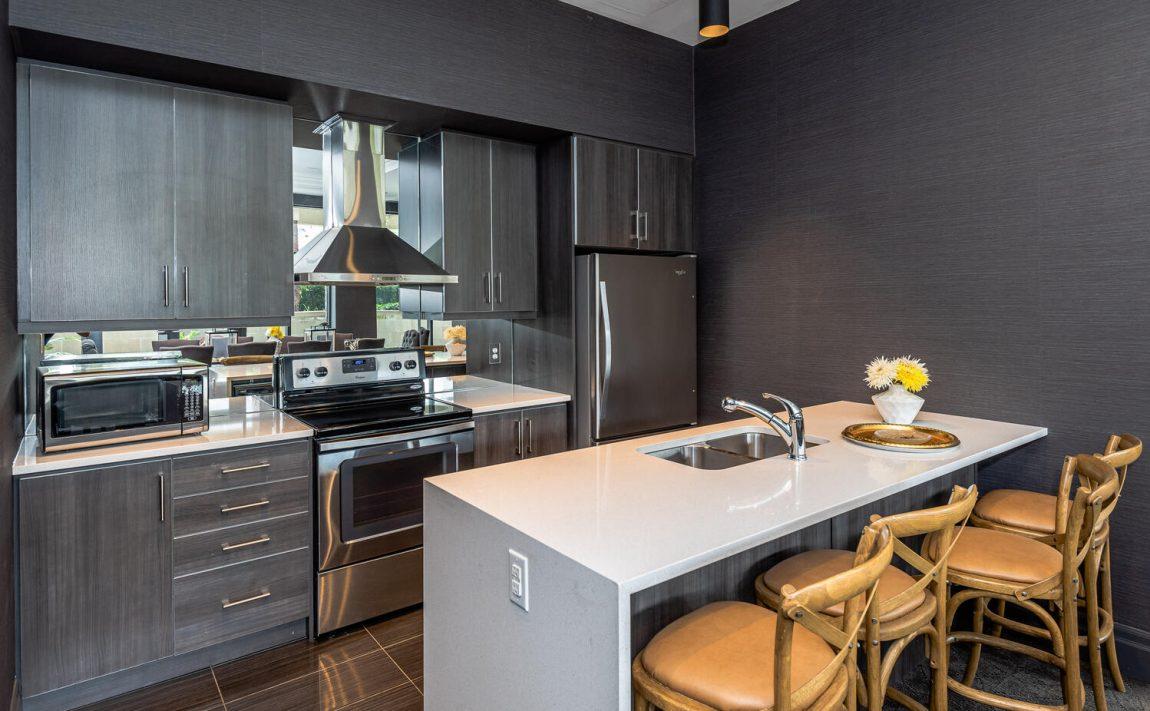 3563-lake-shore-blvd-w-etobicoke-watermark-long-branch-condos-party-room-kitchen