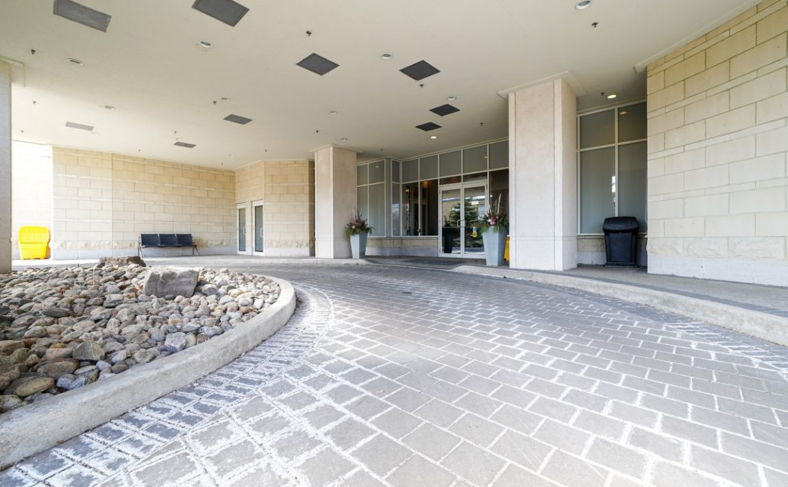 aquaview-3865-lake-shore-blvd-w-etobicoke-condos-long-branch-entrance-driveway