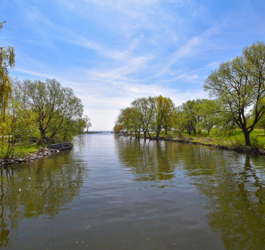 aquaview-3865-lake-shore-blvd-w-etobicoke-condos-long-branch-green-space-nature