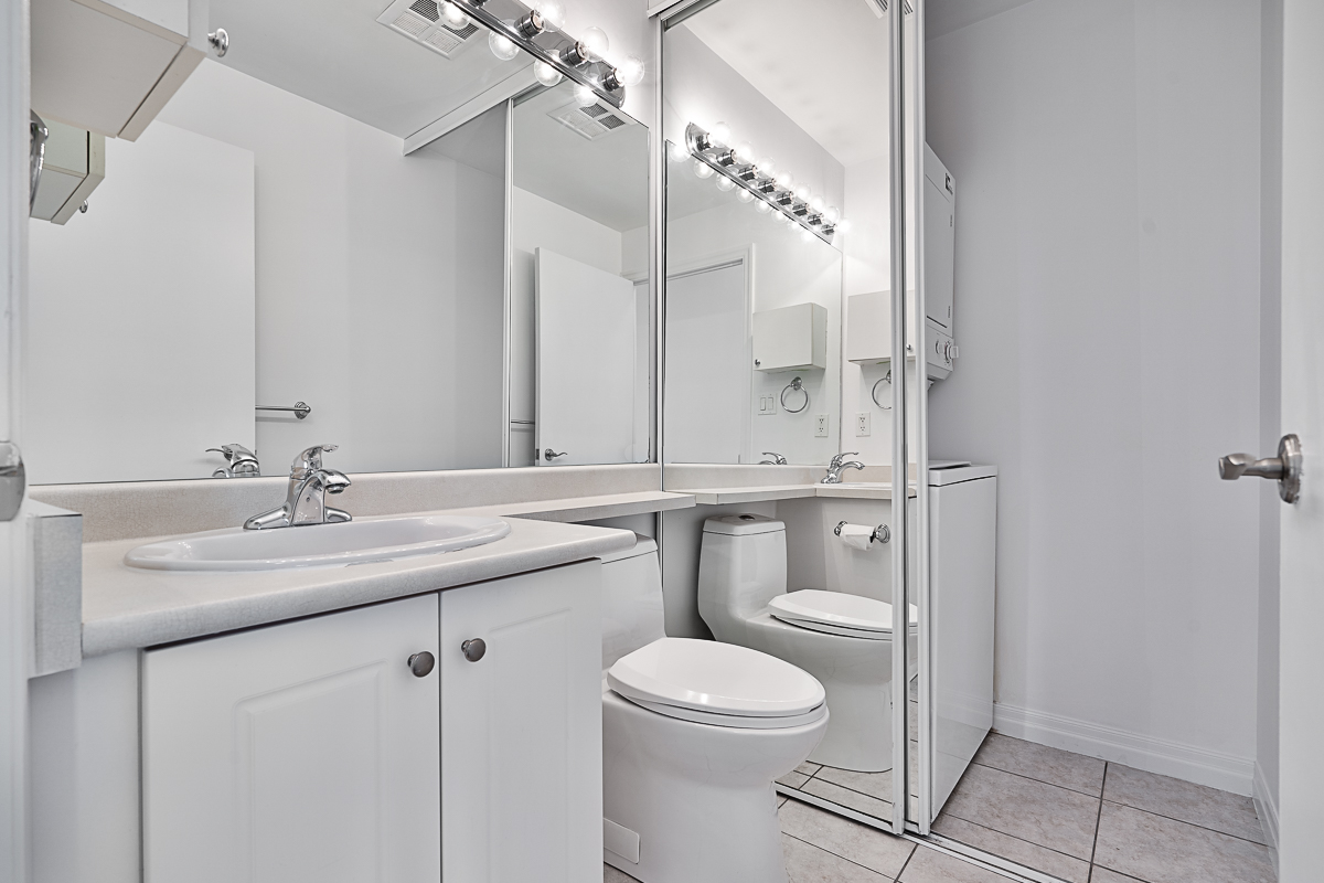 1359-rathburn-rd-e-mississauga-condos-for-sale-washroom-2