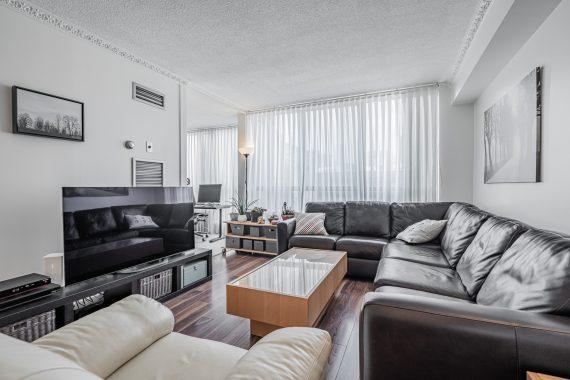 712-117-gerrard-st-e-toronto-condos-spacious-living-room