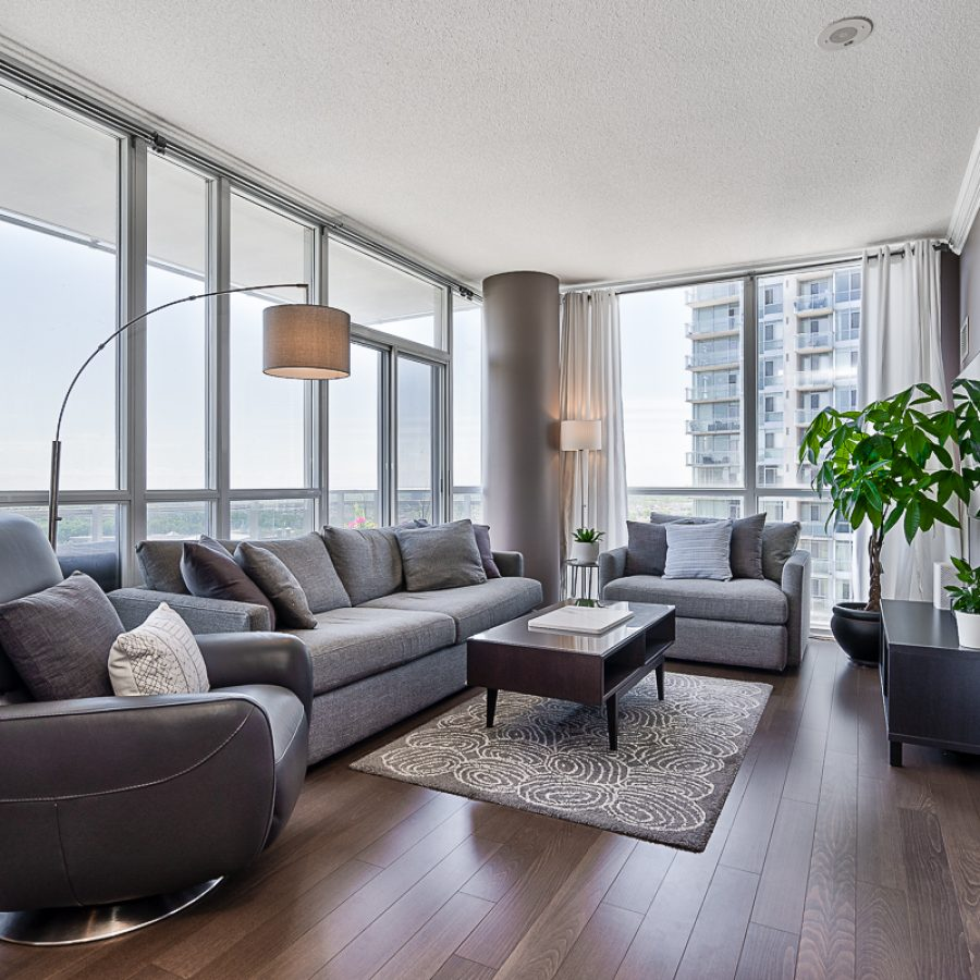 square-one-condos-for-sale-223-webb-dr-onyx-condo-living-room